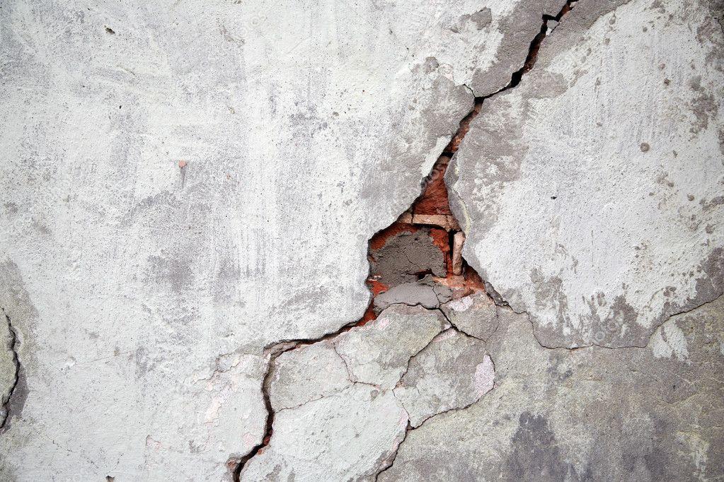 Si sale una grieta en la pared en el inmueble que arrendé ¿quién responde?